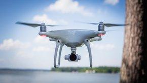 Vue aérienne par drone d'un champ captant d'eau potable en bordure de Loire